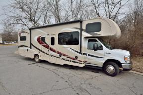 Used 2016 Thor Motor Coach Chateau 31E Bunkhouse Photo