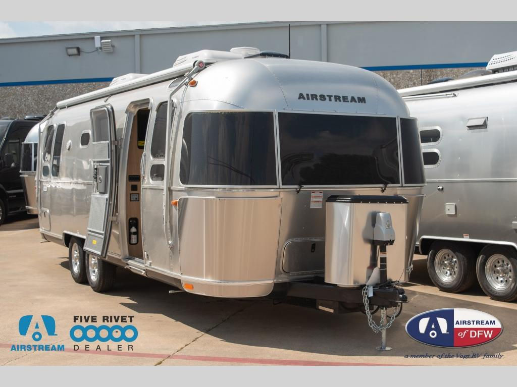 New 2020 Airstream RV Flying Cloud 26RB Travel Trailer at