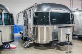 New 2019 Airstream RV Flying Cloud 25RB Photo