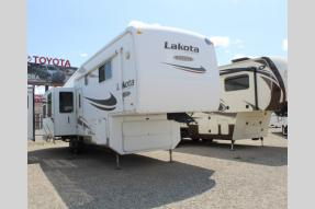 Used 2007 McKenzie Lakota 33SKT Photo
