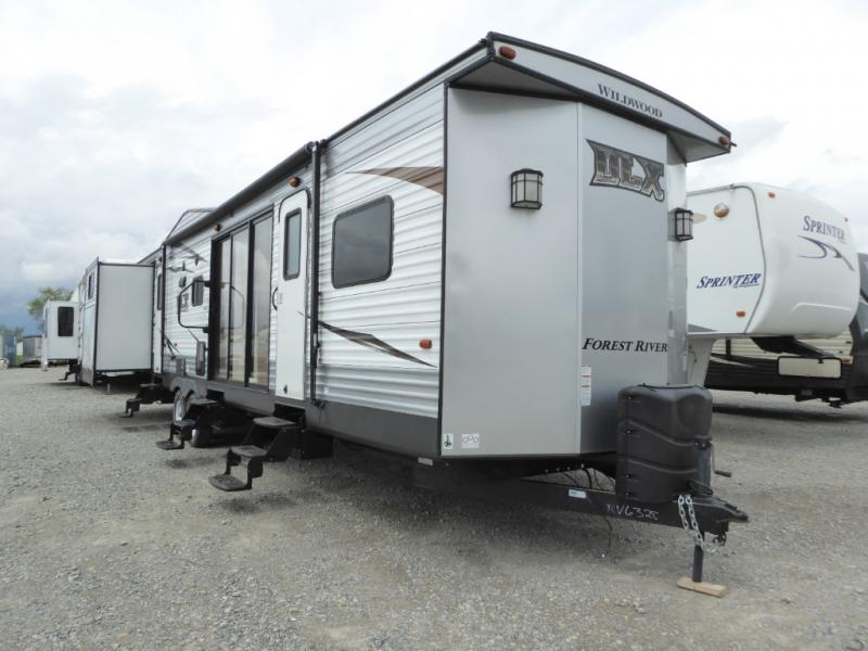 Pre-Owned 2017 Forest River RV Wildwood DLX 402QBQ