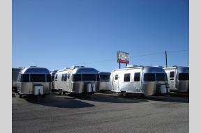 New 2020 Airstream RV Flying Cloud 28RB Twin Photo