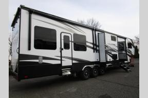 New 2018 Dutchmen RV Voltage Epic 4210 Photo