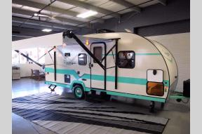 New 2018 Gulf Stream RV Vintage Cruiser 19BFD Photo