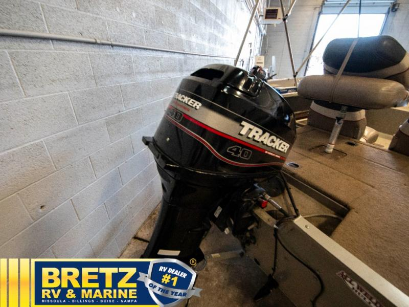 2003 Tracker Boats boat for sale, model of the boat is Tracker Pro Guide V16SC & Image # 5 of 14