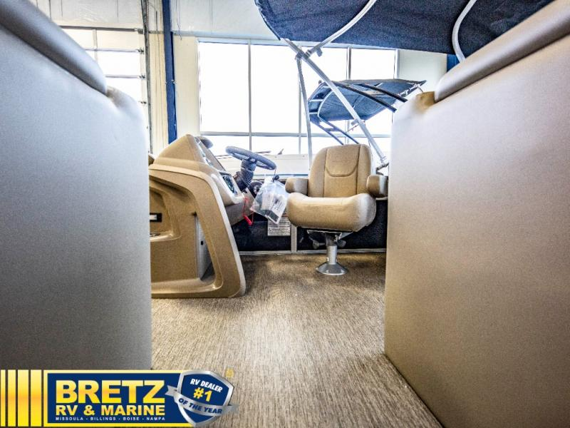 2021 Starcraft boat for sale, model of the boat is LX Series 22 R & Image # 5 of 16