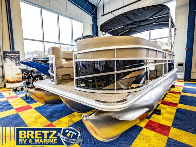2021 Starcraft boat for sale, model of the boat is LX Series 22 R & Image # 4 of 16