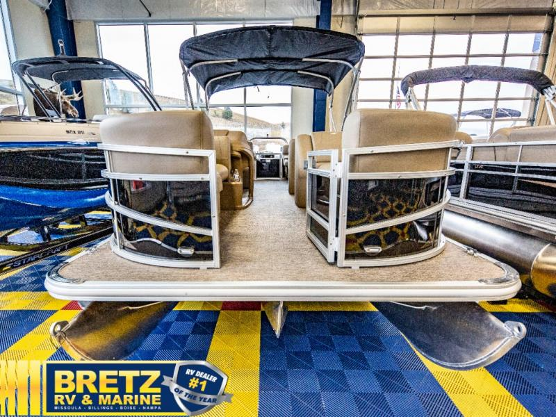 2021 Starcraft boat for sale, model of the boat is LX Series 22 R & Image # 3 of 16