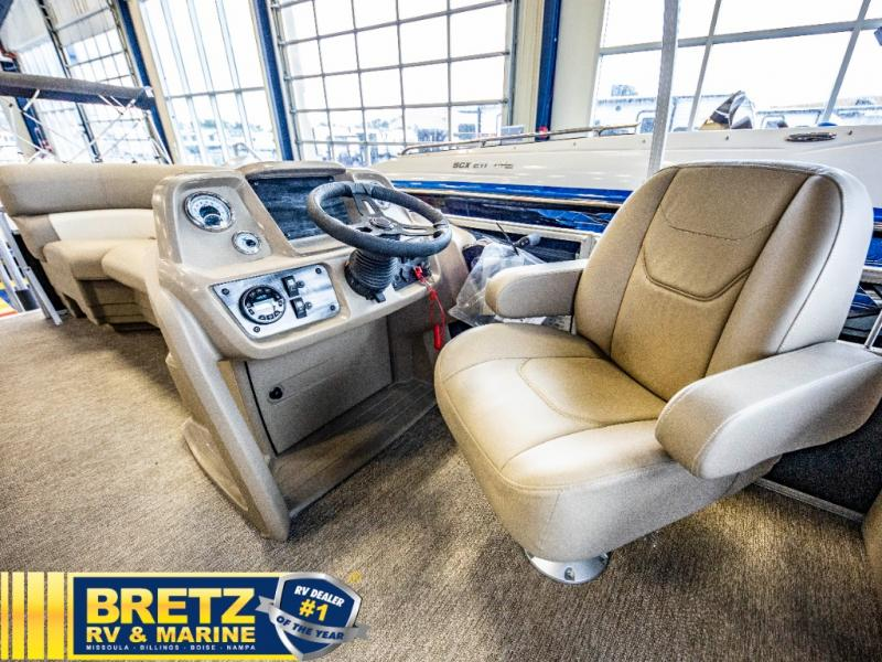 2021 Starcraft boat for sale, model of the boat is LX Series 22 R & Image # 12 of 16