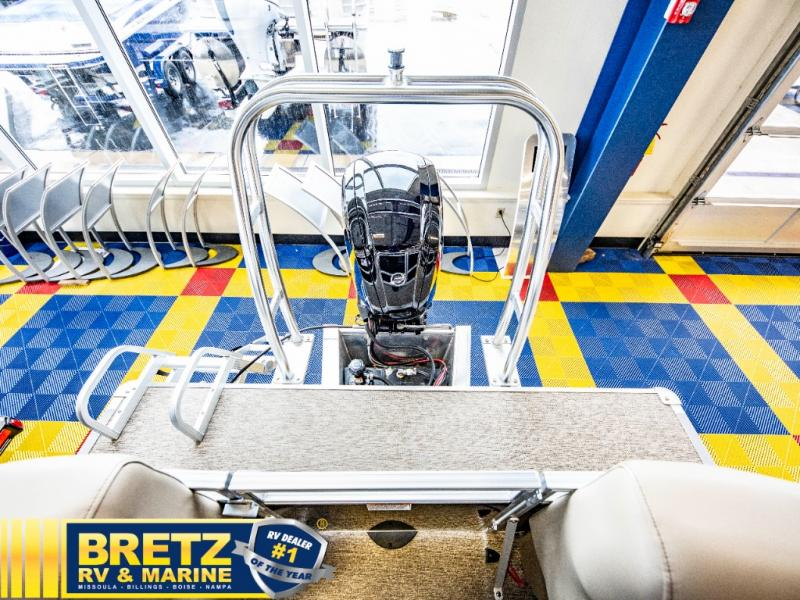 2021 Starcraft boat for sale, model of the boat is LX Series 22 R & Image # 11 of 16