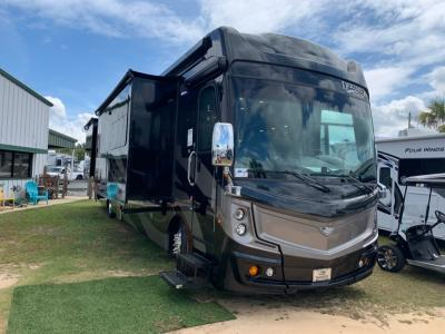 New 2019 Fleetwood RV Discovery LXE 40D