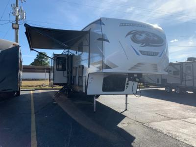 New 2021 Forest River RV Cherokee Arctic Wolf Suite 3550