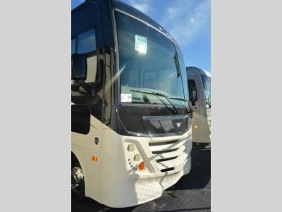 New 2019 Fleetwood RV Flair 29M
