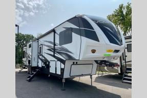 Used 2018 Dutchmen RV Voltage Epic 4210 Photo
