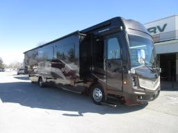 Used 2017 Fleetwood RV Discovery LXE 40G Photo