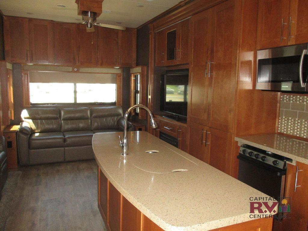 Used 2017 Vanleigh Rv Vilano 365rl Fifth Wheel At Campers