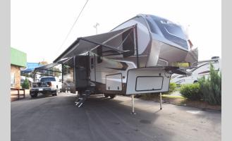 New 2019 Keystone RV Laredo 367BH Photo