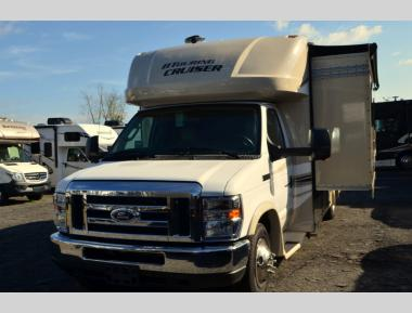 Used 2019 Gulfstream BT Cruiser 5245 Class C Motor Home RV For Sale (1)