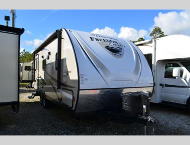Used 2017 Coachmen Freedom Express 204RD Travel Trailer RV For Sale (1)