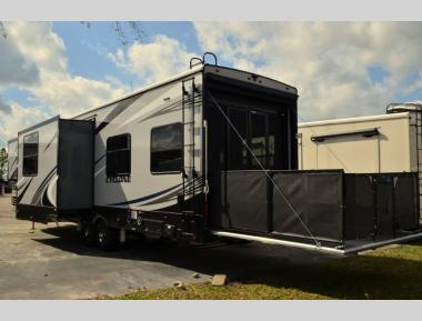 New 2019 Heartland Cyclone HD Edition 3713 Toy Hauler Fifth Wheel RV For Sale (1)