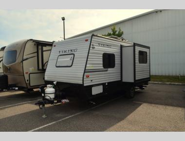 Used 2019 Viking Ultra Lite 17FQS Travel Trailer RV For Sale (1)