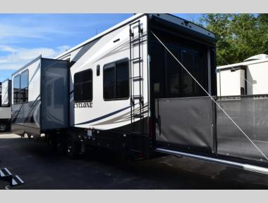 New 2019 Heartland Cyclone 4200 Toy Hauler Fifth Wheel RV For Sale (1)