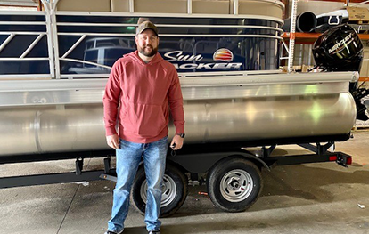 Another happy customer with his new Suntracker Pontoon