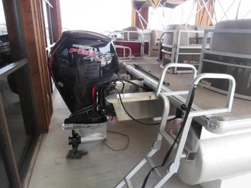 New  2019 Tracker Boats SUNTRACKER Party Barge 22 DLX Pontoon Boat in Hattiesburg, Mississippi