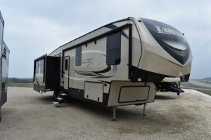 New 2018 Keystone RV Laredo 358BP Photo