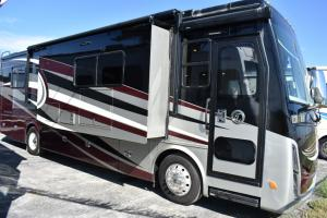 Used 2017 Tiffin Motorhomes Allegro Breeze 32 BR Photo