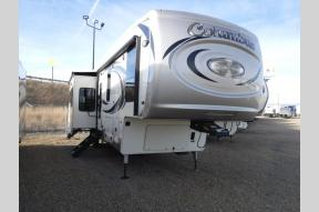 Used 2019 Palomino Columbus F374BH Photo