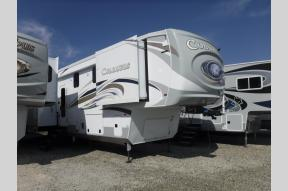 New 2020 Palomino Columbus F383FB Photo