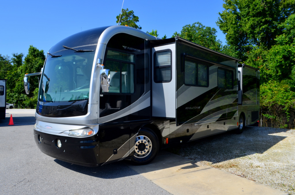 Used 2006 fleetwood rv revolution le 40e motor home class for Motor home class a