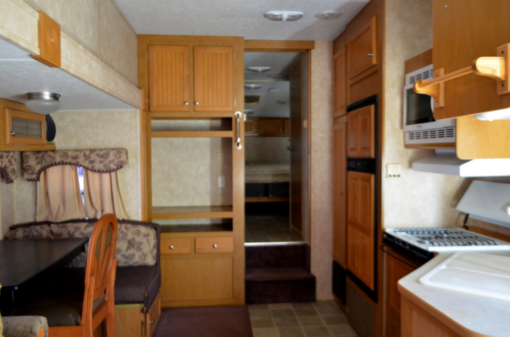 Used 2004 Dutchmen RV Classic 27RL Fifth Wheel at Dick