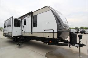 Used 2019 Cruiser Radiance Ultra Lite 32BH Photo