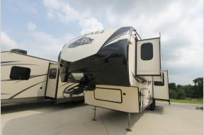 Used 2017 Dutchmen RV Denali 335RLK Photo