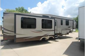 Used 2013 Heartland Sundance 3310MKS Photo