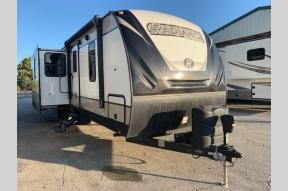 Used 2018 Cruiser Radiance Ultra Lite 32BH Photo