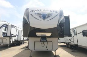 Used 2019 Avalanche 300RE Photo