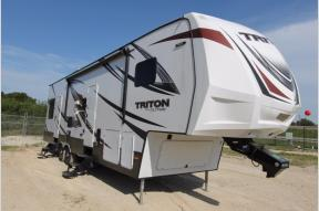 Used 2016 Dutchmen RV Voltage Triton 3451 Photo