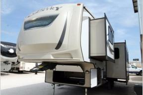 Used 2016 CrossRoads RV Hill Country HCF29BH Photo
