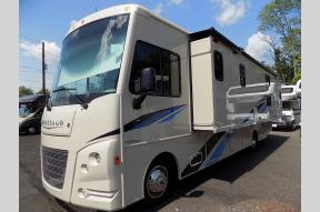 New 2019 Winnebago Sunstar 31BE Photo