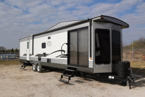 New 2018 Forest River RV Wildwood DLX 353FLFB Photo