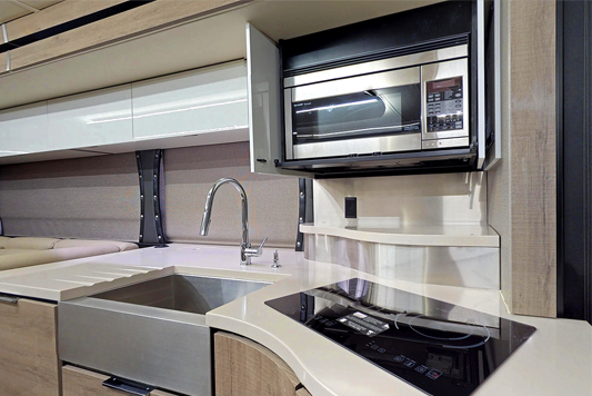 Winnebago Horizon 42Q Kitchen
