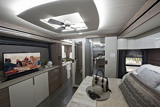 Winnebago Horizon Bedroom