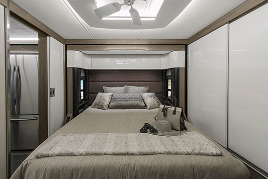 Winnebago Horizon Bed