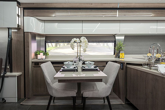 Winnebago Horizon Dining
