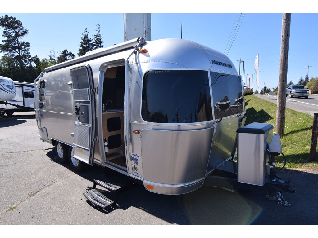 Used 2016 Airstream RV Flying Cloud 23D Travel Trailer at