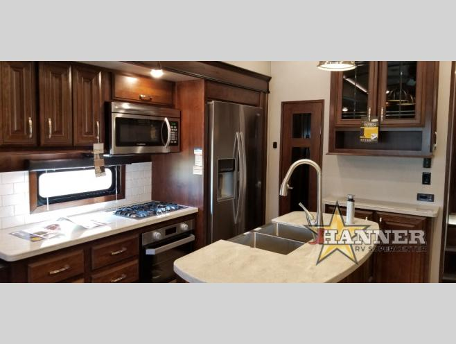 2020 Jayco Pinnacle 32RLTS RV Interior