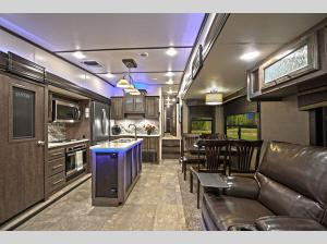 Inside - 2019 Cruiser CR3771MD Fifth Wheel